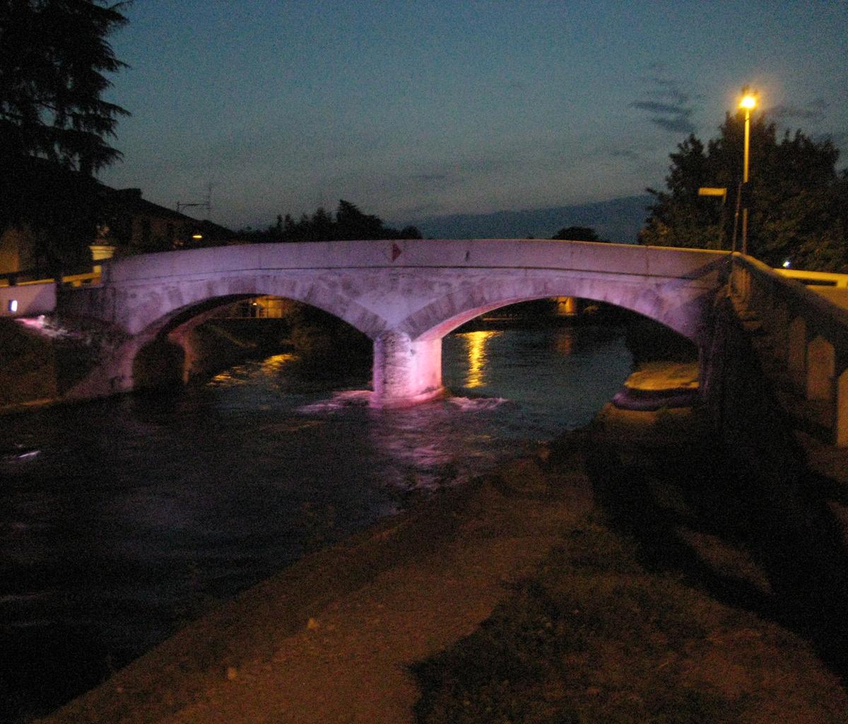 Ponte di Cassinetta di Lugagnano